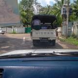 トラックの荷台には人も乗る@ミャンマーヤンゴン