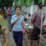 ヤンゴンの下町の人々@ミャンマー