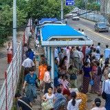 アウンサン・マーケットそばのバス停@ヤンゴン