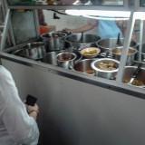 料理を注文@ヤンゴンの庶民的な店