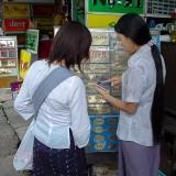 看板屋さんで見積もってもらう@ヤンゴンのダウンタウン
