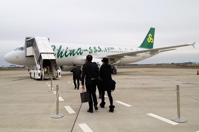 タラップまでは歩いてすぐ 春秋航空のA320 @茨城空港