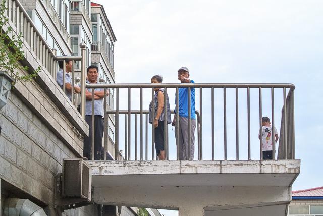 青いシャツ着た暇な老人吠える@黒竜江省木蘭