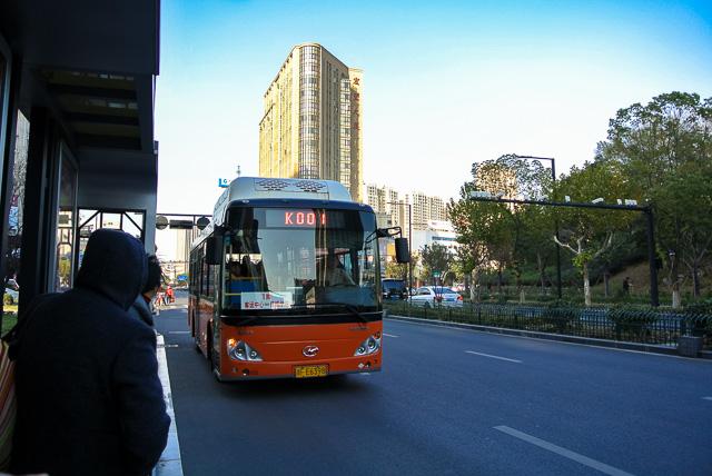 服装城へバスで向かう@桐郷