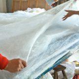 真綿を延ばして重ねる@桐郷の真綿工場